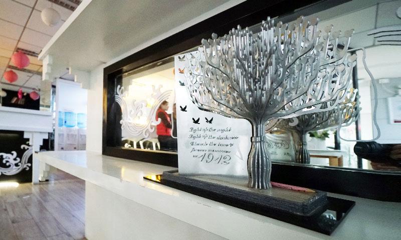 ▲由歐立利Albert設計這顆充滿魄力鋼鐵的「可口可樂生命之樹」實際有6公尺高,企業CSR主題式呈現,為祝賀可口可樂與南京1912共和廣場合作10週年,期盼以生命的樂觀來種植心的光明,現已成為此區的重要地標。